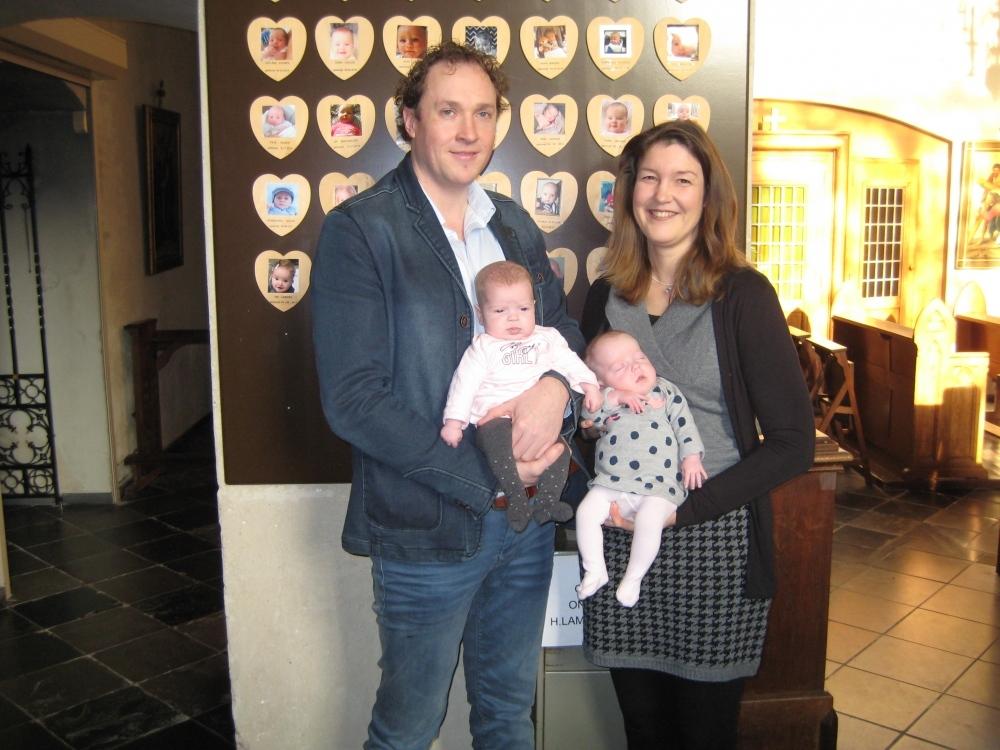 Marit en Fleur, dochters van Dennis Janssen en Jantine de Jong, 14-01-2018
